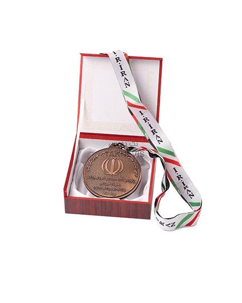 مدال سفارشی دانشگاه های علوم پزشکی کشور